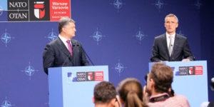 Petro Poroszenko, prezydent Ukrainy i Jens Stoltenberg, sekretarz generalny NATO na wspólnej konferencji prasowej, podczas szczytu NATO w Warszawie.