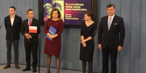Konferencja prasowa w Sejmie, 10 listopada 2016 r. Od lewej posłowie: Adam Szłapka, Zbigniew Gryglas, Ewa Lieder, Monika Rosa, Paweł Pudłowski.