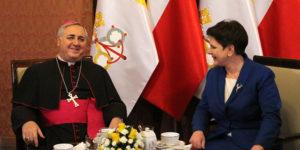 Abp Salvatore Pennacchio i premier Beata Szydło w Sali Zegarowej Kancelarii Prezesa Rady Ministrów.