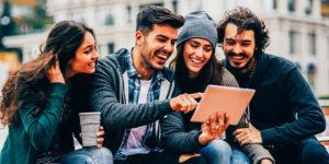 Młodzi Polacy ambitni i przedsiębiorczy, ale niepewni finansowej przyszłości
