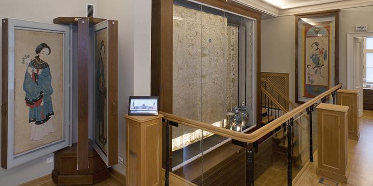 Tkaniny oraz sztuka Dalekiego Wschodu w Galerii Magazynowej, Galeria Magazynowa