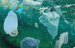 Plastik w wodzie