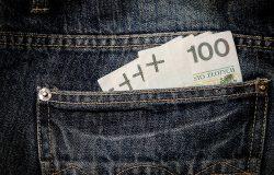 Pieniądze (złoty) w kieszeni