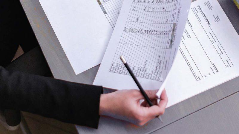 Ubezpieczenie karnoskarbowe. Jak zabezpieczyć firmę?